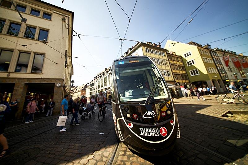 Straßenbahn TURKISH AIRLINES der VAG Freiburg, Frontansicht