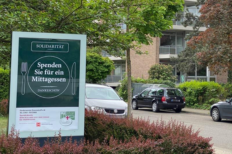 """""""Spenden Sie für ein Mittagessen"""" – Plakat für Essenstreff Freiburg von Schiffmann gesponsert"""